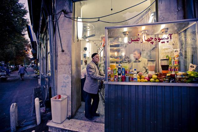 Juice stand, Tehran by James Longley