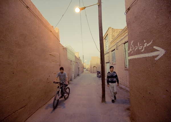 Twilight alley, Yazd by James Longley
