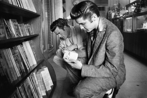 Elvis Searches foran InterestingMagazine by Alfred Wertheimer