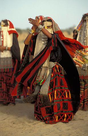 Veiled Rashaida Dancer, Eritrea 1992 by Carol Beckwith and Angela Fisher